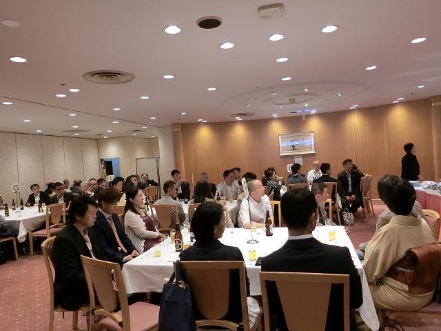 総会終了後懇親会が行われました。